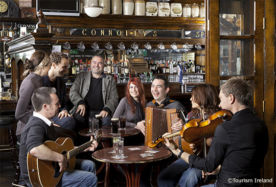 A typical scene in an Irish pub - Photo by Dominique Davoust. Copyright: Tourism Ireland