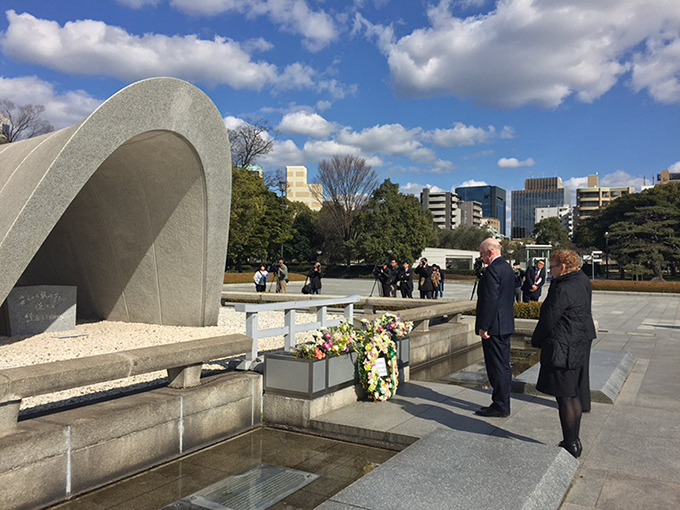 Minister Flanagan lays a wreath in memory of the 140,000 people killed by the atomic bomb dropped on Hiroshima in 1945
