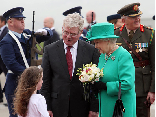 queen-arrives-baldonnel