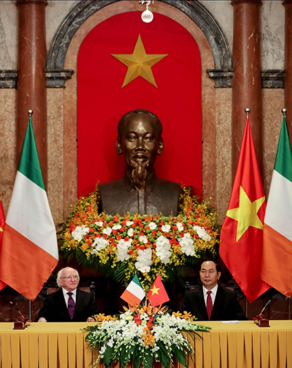 President Michael D. Higgins and President of the Socialist Republic of Vietnam Tran Dai Quang witnessed MOU signing between Irish and Vietnamese higher education institutions and businesses at the Presidential Palace, Hanoi 07/11/2016. Visit to Vietnam by President Michael D. Higgins November 2016. Credit: Maxwell's Photography