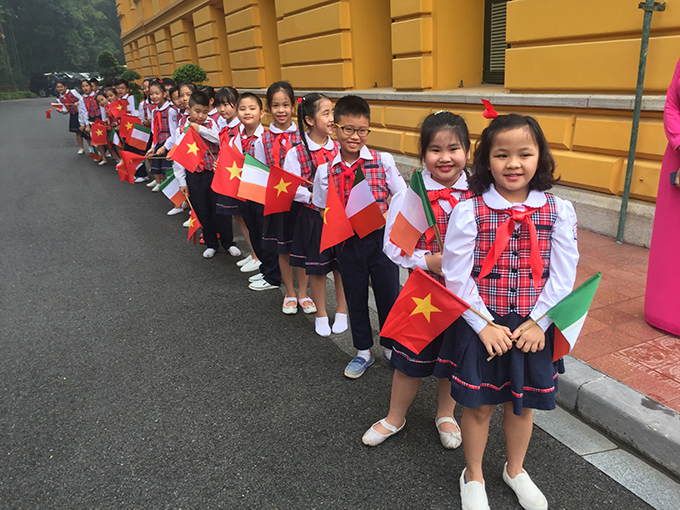 Children at the official ceremony to welcome President Michael D. Higgins at the Presidential Palace, Hanoi 07/11/2016Presidential Palace. Credit: Embassy of Ireland Vietnam
