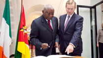 5.	Pictured is President of the Republic of Mozambique Mr Armando Emilio Guebuza signing the visitors book with  An Taoiseach, Mr. Enda Kenny, T.D at Government Buildings during President Guebuza's 4 day state visit to Ireland from the 3rd to the 6th of June .Photo Chris Bellew / Copyright Fennell Photography 2014