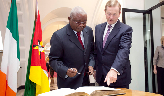 5.Pictured is President of the Republic of Mozambique Mr Armando Emilio Guebuza signing the visitors book with  An Taoiseach, Mr. Enda Kenny, T.D at Government Buildings during President Guebuza's 4 day state visit to Ireland from the 3rd to the 6th of June .Photo Chris Bellew / Copyright Fennell Photography 2014