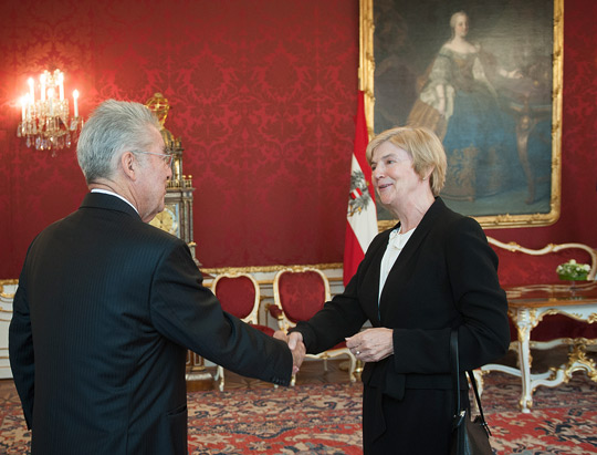 Ambassador Mary Whelan presents credentials to Federal President Heinz Fischer.
