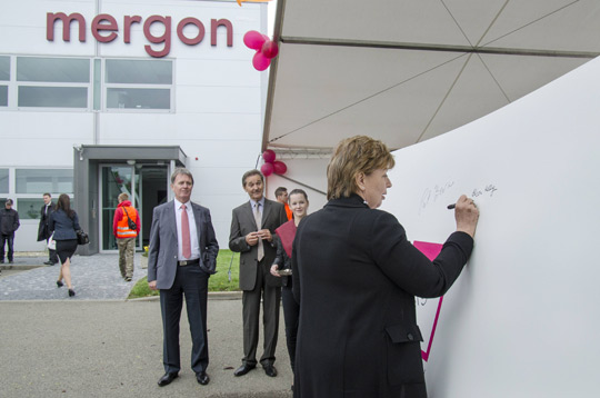 Pat Beirne, CEO of Mergon Group with Miroslav Opletal, GM of Mergon Czech and Ambassador Alison Kelly signing a board  to mark the anniversary. © Mergon Czech