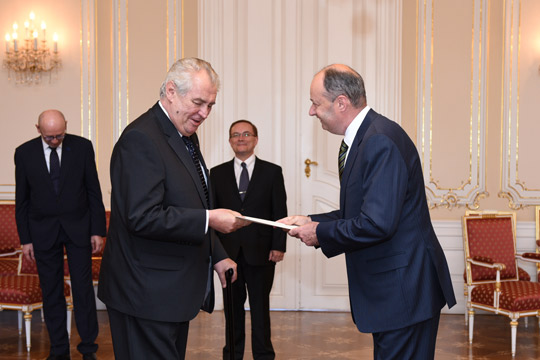 Ambassador Charles Sheehan presents credentials to President Miloš Zeman