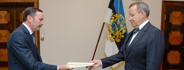 Ambassador Frank Flood presents credentials