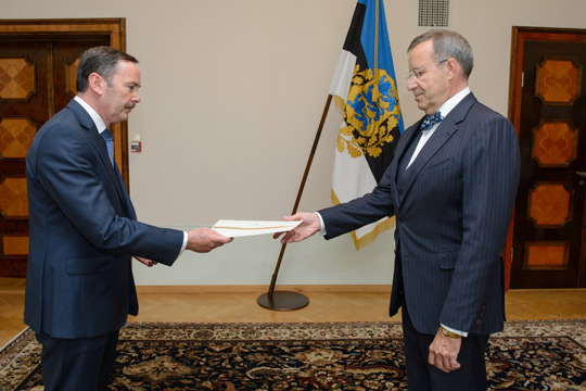 Ambassador Flood presents his credentials to President Toomas Hendrik Ilves.