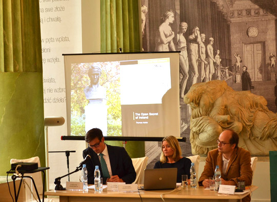 Dr. Conor Mulvagh of University College Dublin presenting on the different visions of an independent Ireland in 1916 on a panel with Dr. Bożena Cierlik (UCC), Dr. August Grabski (University of Warsaw) and Dr. Michał Leśniewski (University of Warsaw)