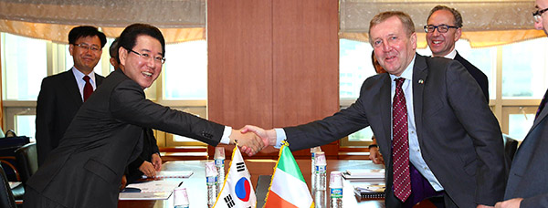 Minister for Agriculture, Food and the Marine Michael Creed T.D. meets his Korean counterpart, Minister of Agriculture, Food and Rural Affairs, H.E. Kim Yung-rok