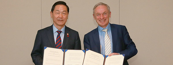 Ireland's Minister for Education and Skills, Mr. Richard Bruton T.D. and Korean Deputy Prime Minister and Minister for Education H.E. Kim Sang-kon