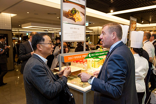 Minister Creed speaks to customers at the Irish Gourmet Food Week at Hyundai Department Store, Seoul