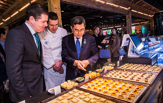 The Minister for Public Expenditure and Reform, Paschal Donohoe T.D., and The Vice Minister of Agriculture, H.E. Mr Junwon Lee sample the Irish food at the Irish-Korean Cuisine and Cultural Exchange. Credit: Tom Coyner