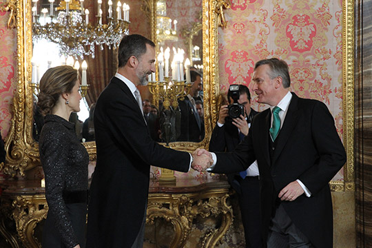 Ambassador Cooney greeting King Felipe VI and Queen Letizia at the New Years's Reception. ©Casa de S.M. el Rey