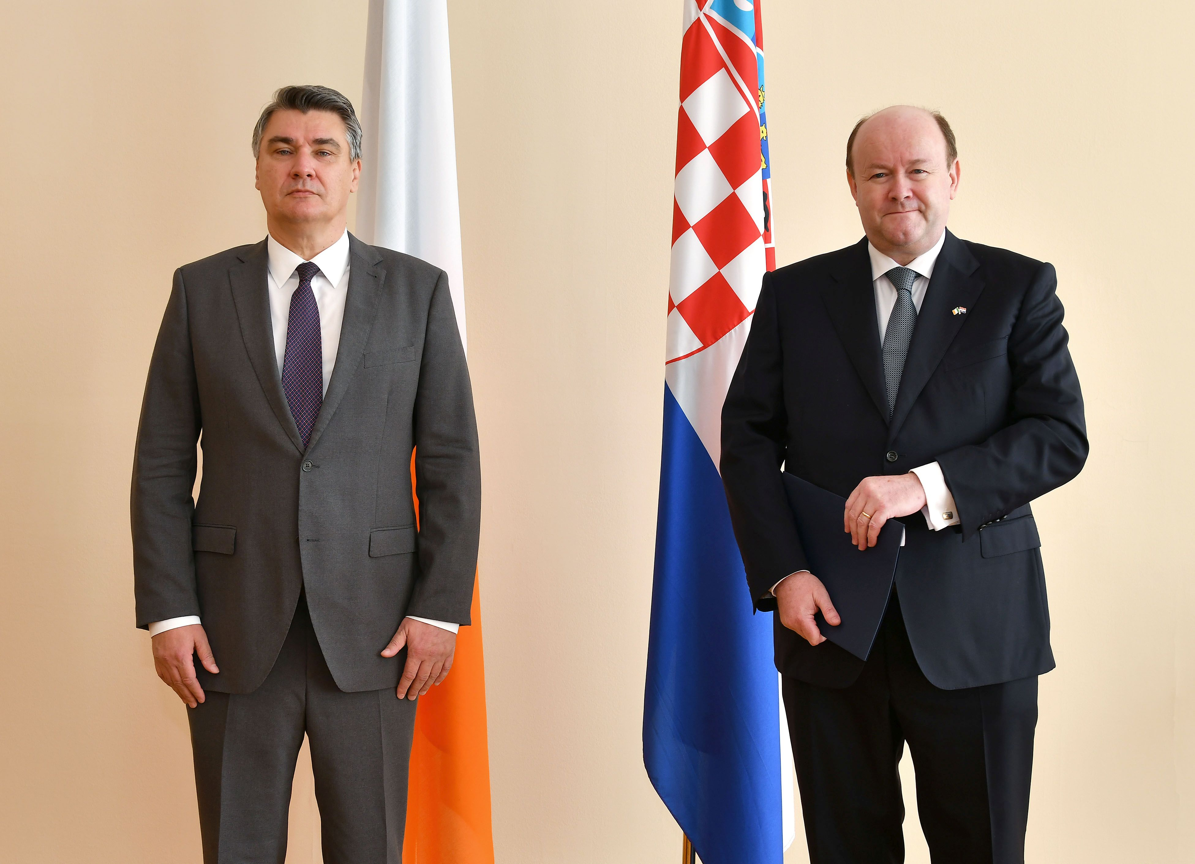 Ambassador Dowling presents credentials to Croatian President
