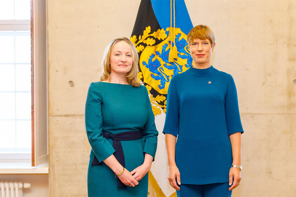 Ambassador Kiernan presents credentials