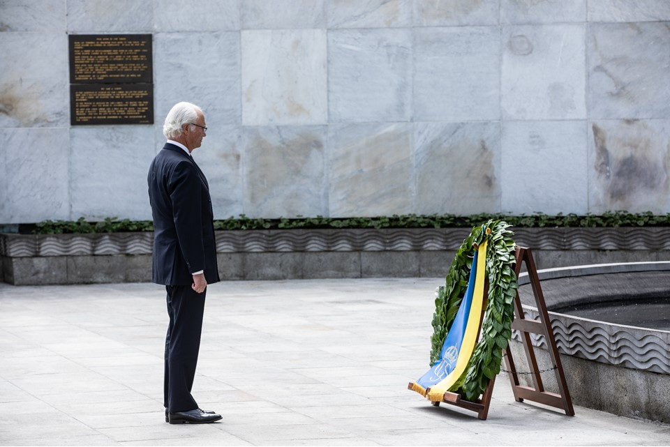 King Carl XVI Gustaf of Sweden lays a wreath at the Garden of Remembrance in memory of those who gave their lives in the cause of Irish freedom.